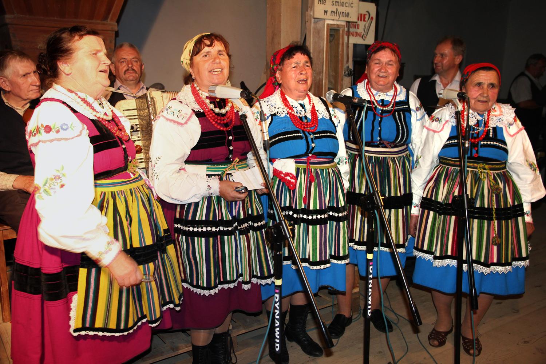"""Zespół """"Gałcunecki"""" Młyn Harmonistów 2016. Fot. Andrzej Bieńkowski. Licencja CC-BY-NC-ND"""
